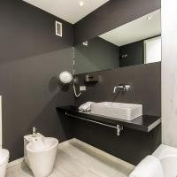 Penthouse Three-Bedroom Apartment - Catalans 8