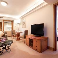 Junior King Suite with Courtyard View