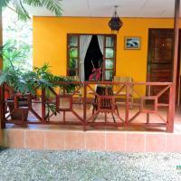 Hotel Pictures: Kinawe Cabinas, Puerto Viejo