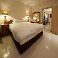 Three-Bedroom Apartment with Spa Bath Upper