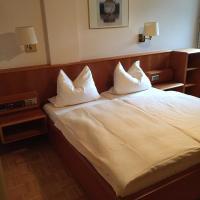 Hotel Pictures: Zum Häuschen-Domblick-Messe-Hotel, Rösrath