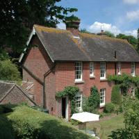 Hotel Pictures: Warre Cottage, Arundel