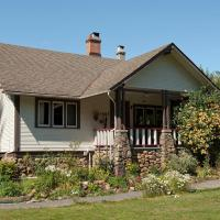 Hotel Pictures: Malahat Farm Heritage Retreat, Shirley