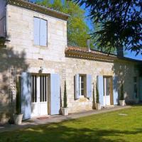 Hotel Pictures: Villa in Gironde III, Saint-Pey-de-Castets