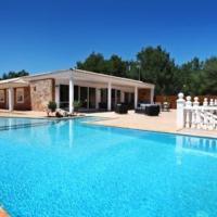 Hotel Pictures: Villa in Santa Eulalia Del Rio Ibiza II, Cala Llonga