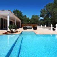 Hotel Pictures: Villa in Santa Eulalia Del Rio Ibiza IV, Cala Llonga