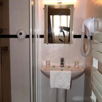 Double Room With Shower overlooking Port Rhu
