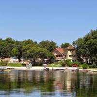 Hotel Pictures: Domaine Lacs de Gascogne, Seissan