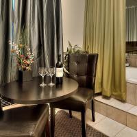 Deluxe Queen Suite with Spa Bath