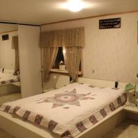 Hotel Pictures: Lisa Guesthouse, Miðvágur