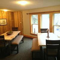 Hotel Pictures: Eagle Valley Retreat, Upper Squamish