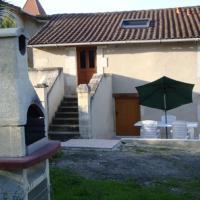 Hotel Pictures: Fermette Rénovée, Celles