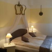 """Hotel Pictures: Gästehaus """"Zum Schmidt'e Richard"""", Lorch am Rhein"""