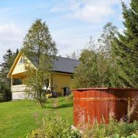 Three-Bedroom Holiday home in Foldereid