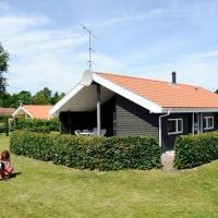 Hotel Pictures: Four-Bedroom Holiday home in Glesborg 14, Fjellerup