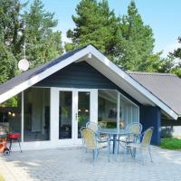 Hotel Pictures: Two-Bedroom Holiday home in Blåvand 10, Ho