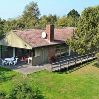 Hotel Pictures: Three-Bedroom Holiday home in Nyborg 2, Nyborg