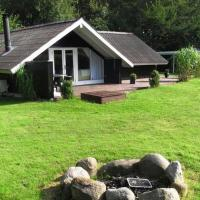 Hotel Pictures: Three-Bedroom Holiday home in Toftlund 31, Arrild