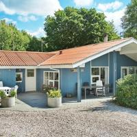 Hotel Pictures: Four-Bedroom Holiday home in Glesborg 20, Fjellerup Strand
