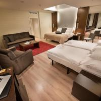 Family Room (including daily refilled free mini bar)