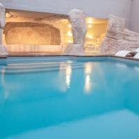 Hotel Pictures: Hôtel Le Royal Ours Blanc, LAlpe-dHuez