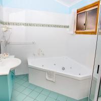 Deluxe Two-Bedroom Villa with Spa Bath