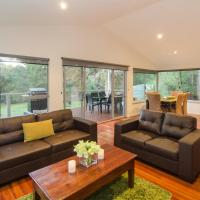 Hotel Pictures: Acacia Chalets Margaret River, Margaret River Town