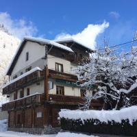 Hotel Pictures: Chambre d'Hôte La Tour du Merle, Le Villard