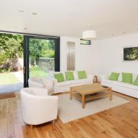 Five-Bedroom Apartment - Lakeside House