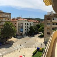 Two-Bedroom Apartment with Balcony - Gundulićeva Street 17