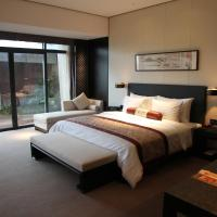 Deluxe King Room with Mini Bar and 2 tickets of Golf driving range
