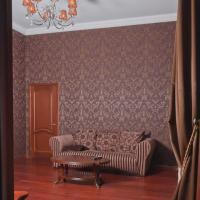 Classic Spacious One-Bedroom Apartment with Balcony and King - Size Bed - Saksahanskoho street 13/42