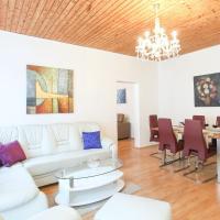 Deluxe Two-Bedroom Apartment 16
