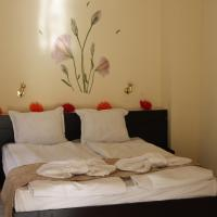 Triple Room with Balcony with Free Parking