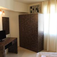 Family Room with Balcony with Free Parking