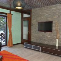 Three Bedroom Duplex Apartment with Terrace