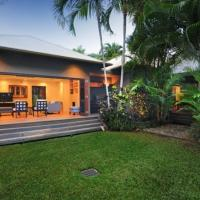 Hotel Pictures: Bali House - Luxury Holiday Home, Port Douglas