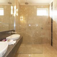 Hotel Pictures: Aurora Manor Rooms, Halls Gap