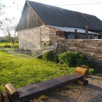 Hotel Pictures: Medny Dvor Farm Stay, Medna