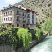 Hotel Pictures: Hostal Noguera, Llavorsí