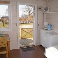One-Bedroom Bungalow with Shared Bathroom