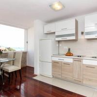 Two-Bedroom Apartment with Sea view  - Hektoroviceva Street