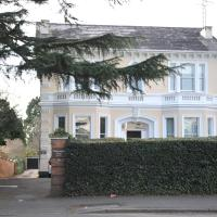 Hotel Pictures: Windsor Harwood Apartment, Leamington Spa