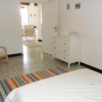 Hotel Pictures: Apartment Les Fontaines, Saint-Chinian