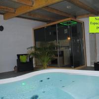 Hotel Pictures: Camping Duguesclin, Saint-Coulomb