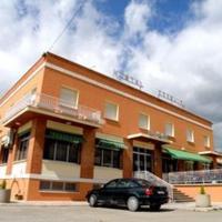 Hotel Pictures: Hostal Ezequiel, Los Arcos