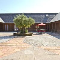 Hotel Pictures: Wisteria Cottage, Elham