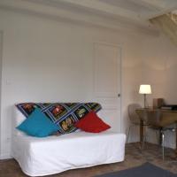 Hotel Pictures: La Chambre De Maud, Chaise-Dieu-du-Theil