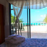 Hotel Pictures: The Isabela Beach House, Puerto Villamil