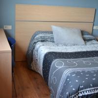 Hotel Pictures: Pensión Angelita, Tabeaio
